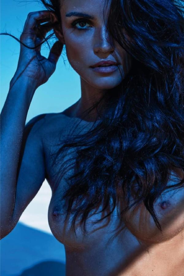 Sofia Resing em ensaio para a revista Lui (Foto: Michel Sedan.)