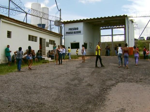 Detentos fazem tumulto e reclamam de superlotação no Presídio de Pouso Alegre (Foto: Reprodução EPTV)