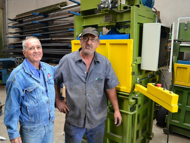 José Antonio e José Paulino criaram prensa em Santa Bárbara d'Oeste (Foto: Leon Botão/G1)