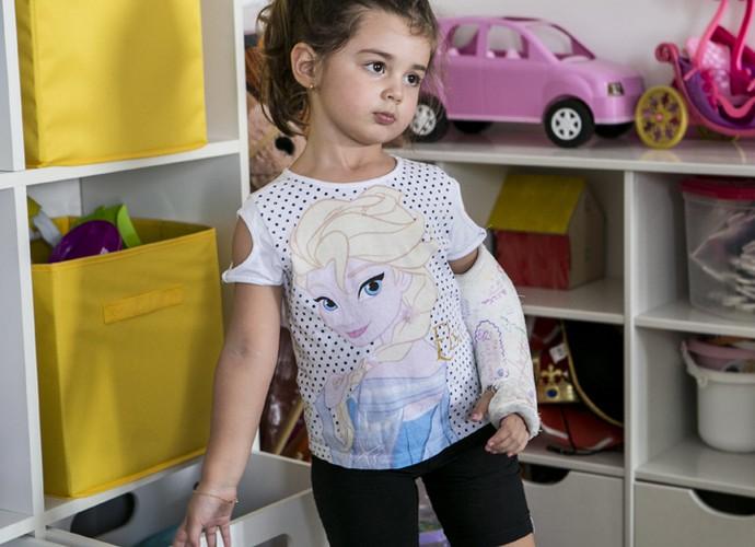 Maria mostra que consegue se virar sozinha (Foto: Inácio Moraes/Gshow)