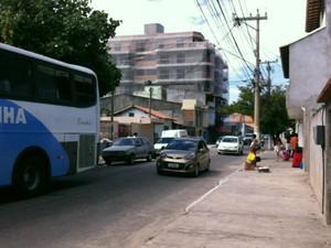 Turistas chegam através de ônibus fretado (Foto: Flavio Flarys / G1)