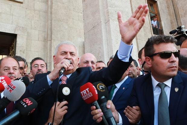 Presidente turco Erdogan discursa à população em Istambul.  (Foto: Adem Altan/AFP)