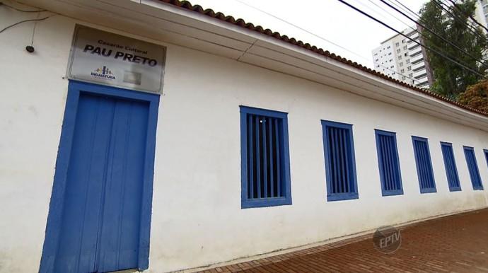 O Museu Casarão Pau Preto, uma construção de taipa do século XIX, é um dos pontos turísticos mostrados no Mais Caminhos deste sábado (05) (Foto: reprodução EPTV)