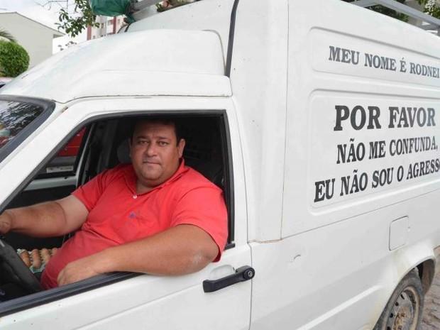 Vendedor de ovos resolveu deixar recado em van para não ser confundido (Foto: Guilherme Simon/Diário do Sul)