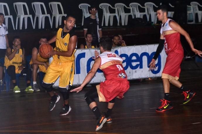 Álvares vence o Saldanha, pela Copa ES de basquete (Foto: Sidney Magno Novo/GloboEsporte.com)