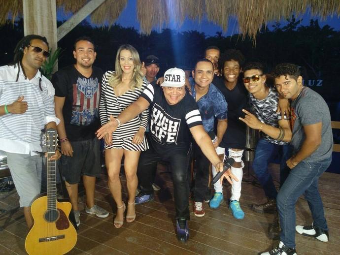 Cid Natureza e banda foram os responsáveis por mandar um som no aniversário do programa (Foto: Fernando Petrônio)