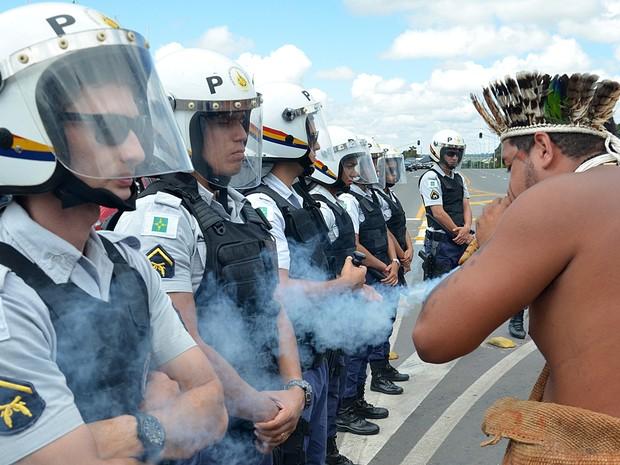 índios protestam Planalto 02 (Foto: Renato Costa/Frame/Estadão Conteúdo)