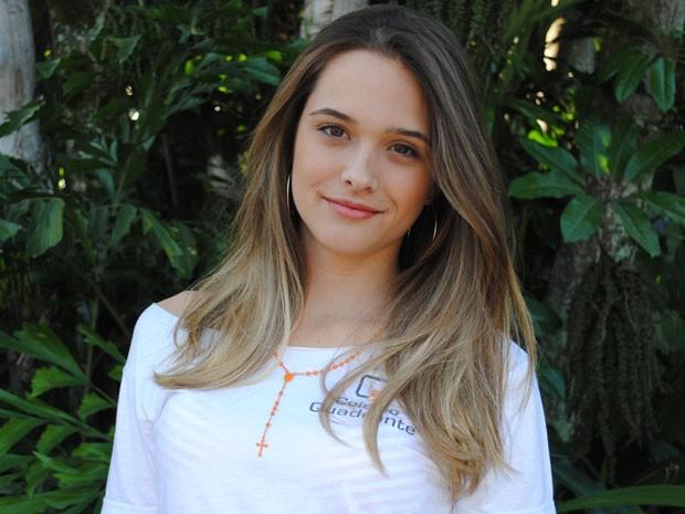 Juliana Paiva descoloriu os cabelos e fez mechas californianas para dar vida a Fatinha (Foto: Malhação / Tv Globo)