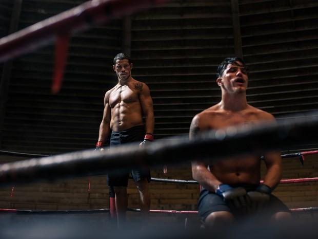 José Loreto e Romulo Neto em cena de 'Mais forte que o mundo' (Foto: Divulgação)