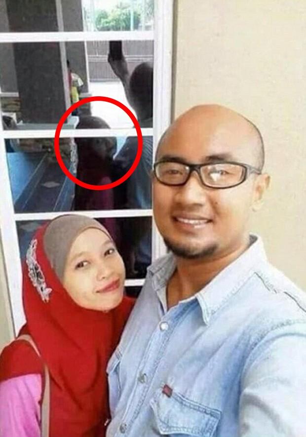 Twitter vai à loucura com selfie que mostra mulher com rosto misterioso nas costas