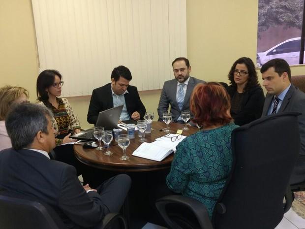 Reunião entre a Defensoria Pública, Ministério Público e Tribunal de Justiça aconteceu nesta quinta-feira (12) (Foto: Divulgação/Assessoria)