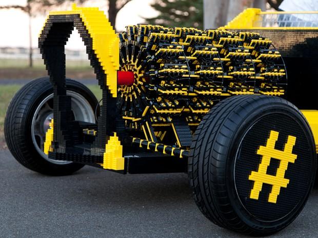 Carro feito de Lego tem motores na dianteira (Foto: Divulgação)