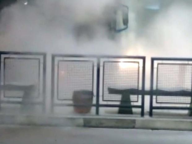 Ônibus pegou fogo no Terminal Ouro Verde  (Foto: Reprodução EPTV)