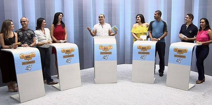 Colaboradores se reúnem para um divertido quiz (Foto: TV Sergipe)