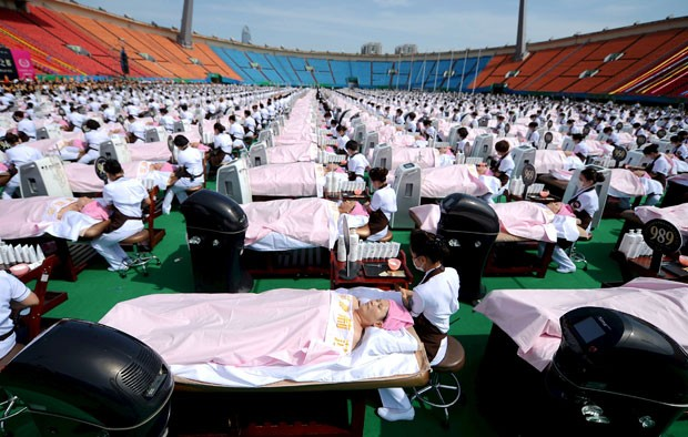 Tentativa bem sucedida foi realizada em estádio em Jinan (Foto: Reuters)