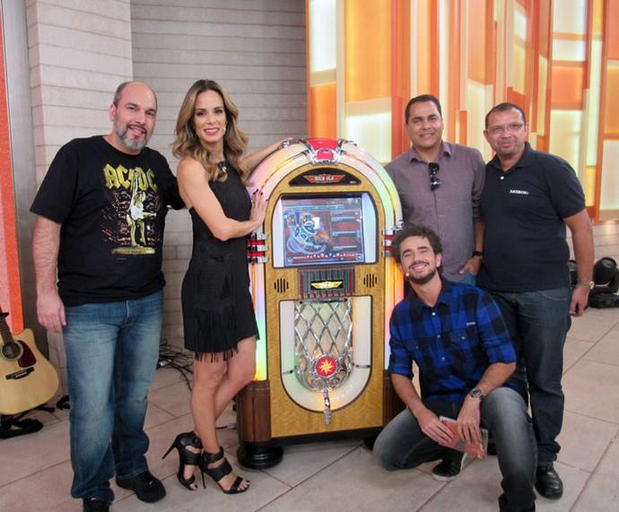 Convidados com os apresentadores  (Foto: Carolina Morgado/Gshow)