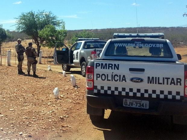 Polícia mantém cerco na zona rural de Lajes desde este domingo (5) (Foto: Jorge Talmon/Inter TV Cabugi)