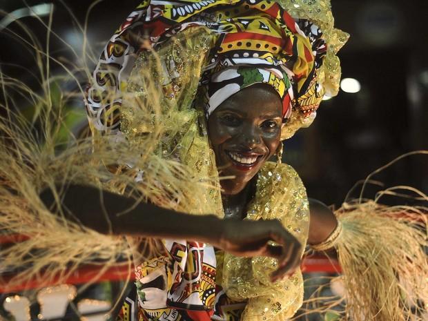 Foliões participam do tradicional bloco Ilê Aiyê no circuito Barra-Ondina, em Salvador (Foto: REUTERS/Lunae Parracho)