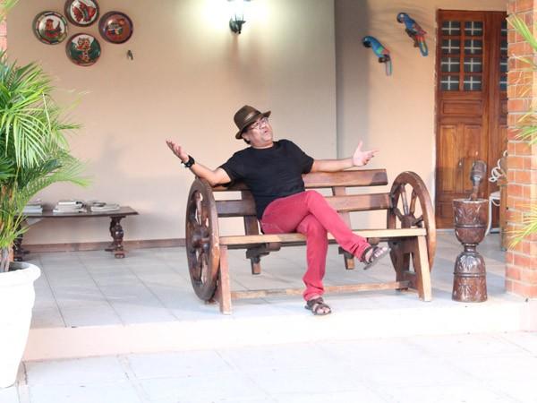 Bastidores da gravação com o contora Maciel Melo para a TV Grande Rio. (Foto: Institucional)