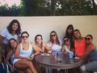 Ivete Sangalo mostra os pernões em tarde com amigas
