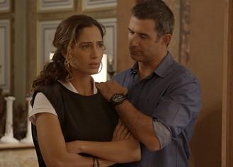 Carlos salva Regina de assalto