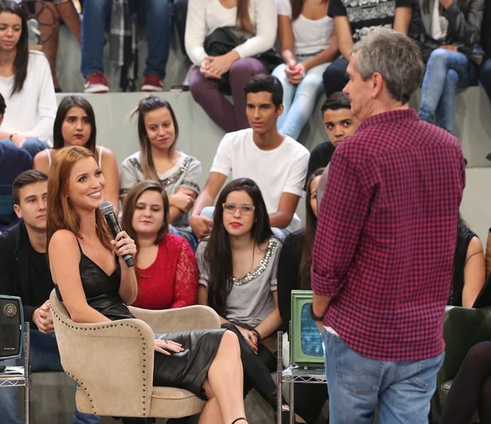 Nathalia Dilll é entrevistada por Serginho Groisman (Foto: Carol Caminha/Gshow)
