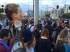 Após aprovação da PEC 55 em 1º turno, grupo protesta em Florianópolis