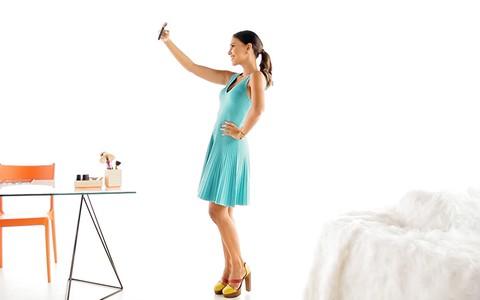 Mariana Rios compartilha seus truques para a 'selfie' perfeita