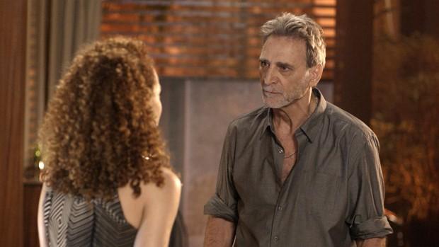 Rock Story: Gordo flagra Laila e Jorginho juntos (Globo)