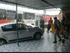 Carro e ônibus coletivo batem no bairro do Rangel, em João Pessoa
