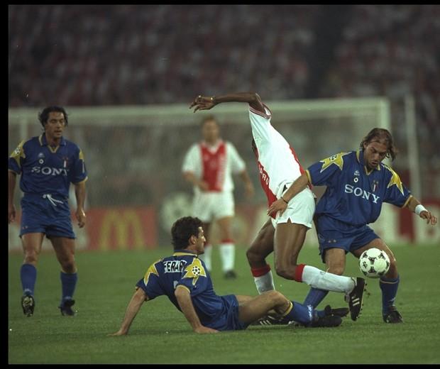 Juventus levou a melhor contra o Ajax na final da Liga dos Campeões em 1996.  (Foto: getty images)