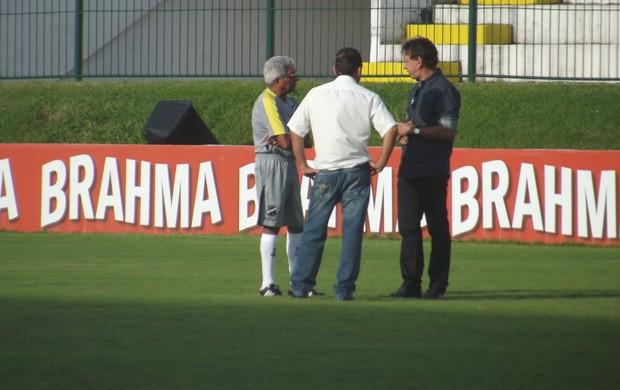 Rubens Guilherme e Givanildo tiveram o primeiro contato (Foto: Matheus Magalhães/GLOBOESPORTE.COM)