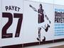 Após polêmica, West Ham põe Carroll no lugar de Payet em painel do estádio