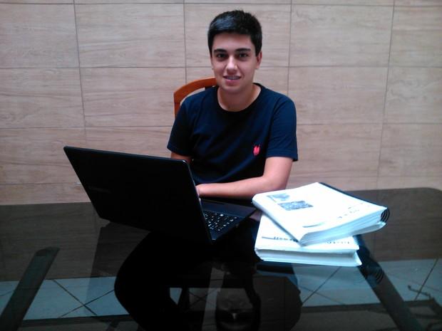 Felipe Lintz, de Mogi das Cruzes atingiu 820 pontos na redação do Enem. apenas 1,8% dos candidatos atingiram a nota (Foto: Felipe Lintz / Arquivo Pessoal)