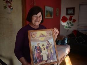 Selma é uma das poucas católicas do município (Foto: Luiza Carneiro/G1)