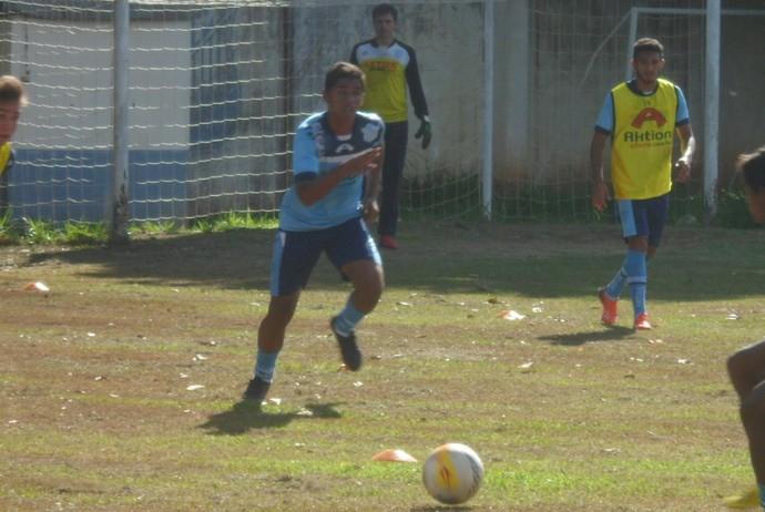 Marília treina no Clube dos Bancários da cidade (Foto: MAC / Divulgação)