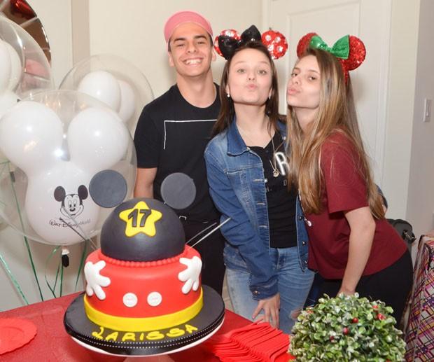 Larissa Manoela com os amigos Gabi Motta e Pedro Motta (Foto: Vanessa Caetano/Brazil News Internacional)