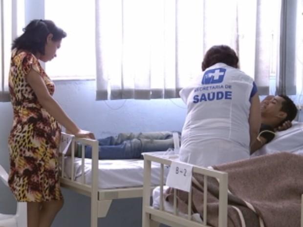 Morador de Catanduva é atendido com dengue em hospital (Foto: Reprodução/ TV TEM)