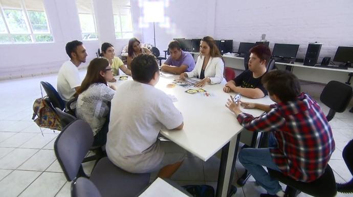 Na Fundação Síndrome de Down os alunos são preparados para o mercado de trabalho (Foto: reprodução EPTV)