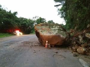Deslizamento de terra prejudica o tráfego no Norte do RS (Foto: PRE/Divulgação)
