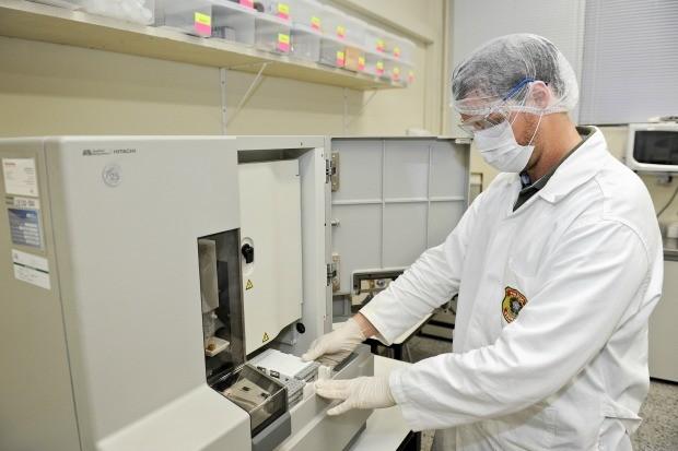 Laboratório no Rio Grande do Sul é o primeiro a realizar análises forenses de DNA fora de Brasília (Foto: Bruno Todeschini/Divulgação PUCRS)