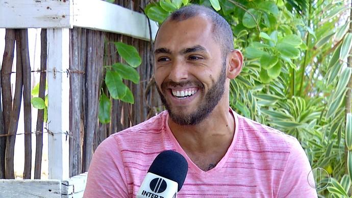 Jadson André, surfista potiguar (Foto: Reprodução/Inter TV Cabugi)