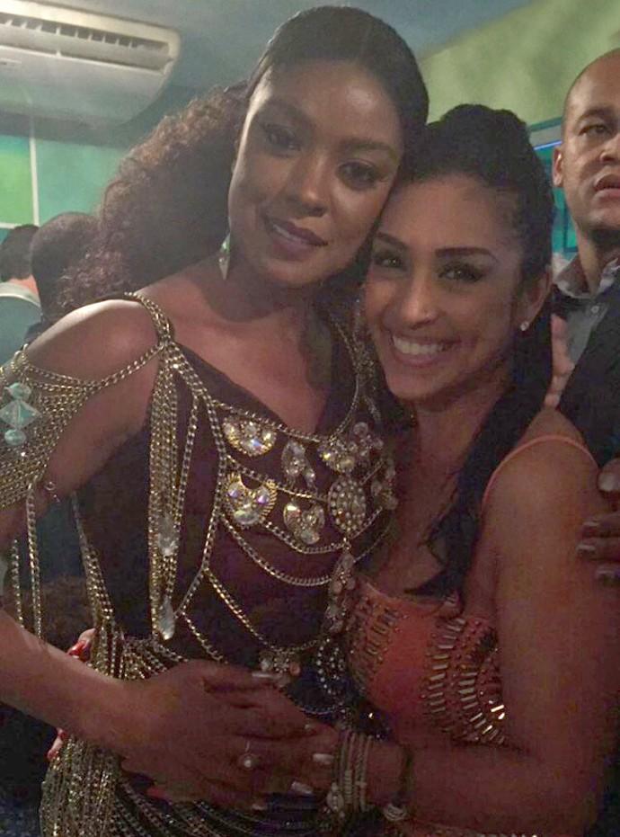 Amanda Djehdian posou ao lado de Cris Vianna, rainha de bateria da Imperatriz (Foto: Arquivo Pessoal)