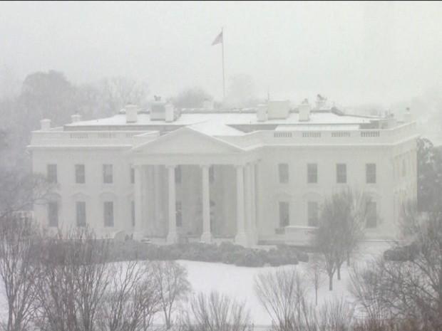 Neve cobre a Casa Branca (Gnews) (Foto: Reprodução GloboNews)