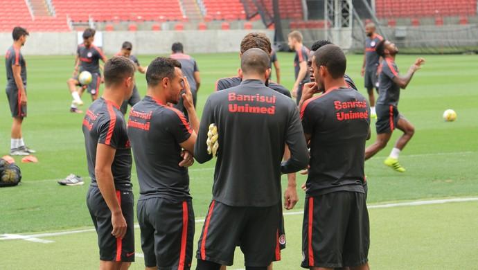 Declaração jogadores do Inter (Foto: Tomás Hammes/GloboEsporte.com)