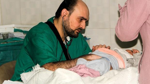 Médico Mohammad Wassim Maaz morreu em ataque na quarta-feira (Foto: Omar Etaki/IDA/FP)