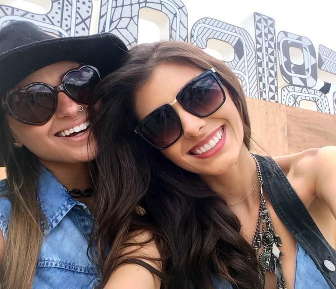 Marina Teixeira e Amanda Herdeiro vieram para o badalado DJ Alok no Lollapalooza (Foto: Aline Nunes/Gshow)