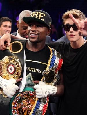Mayweather e Juston Bieber em luta de boxe em Las Vegas (Foto: Getty Images)