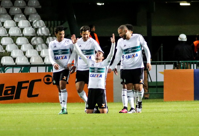 Resultado de imagem para Coritiba x figueirense 2016
