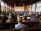 Cristãos e muçulmanos prestam homenagem a padre francês morto